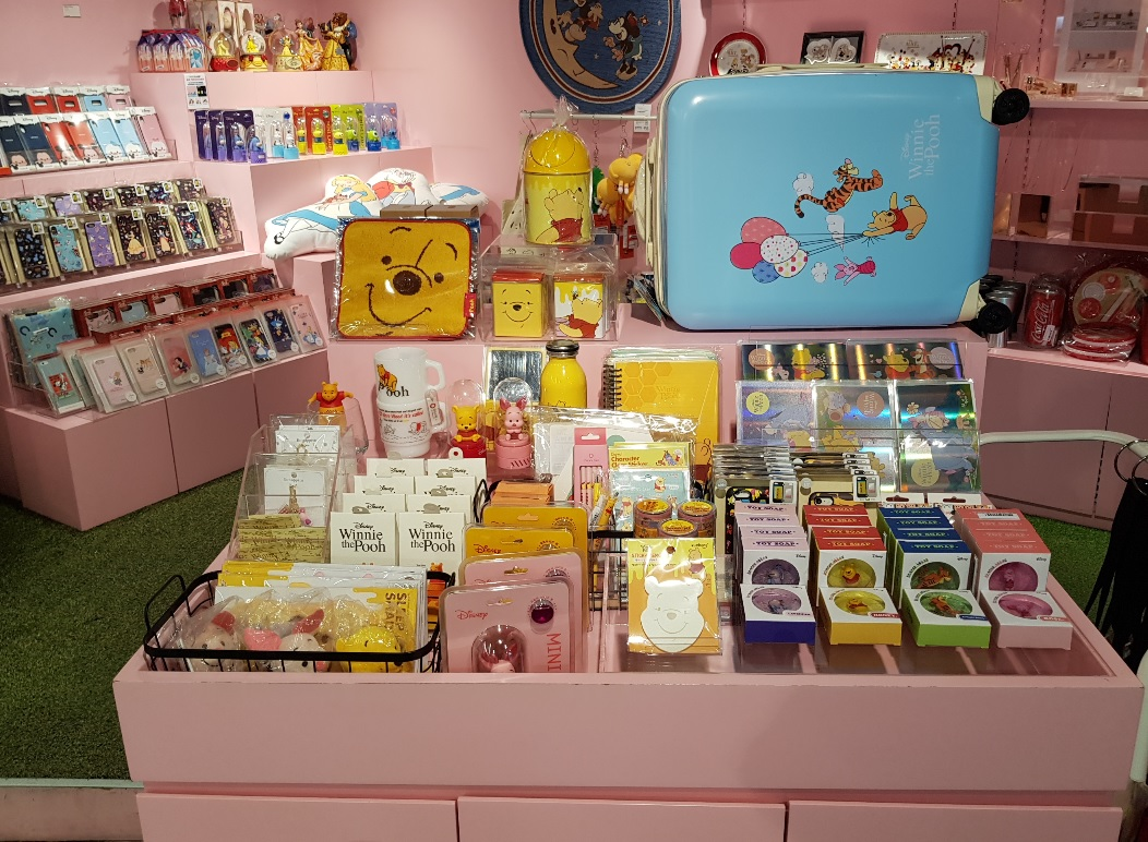 곰돌이 푸 상품들로 가득한 건대점 입니다 :)