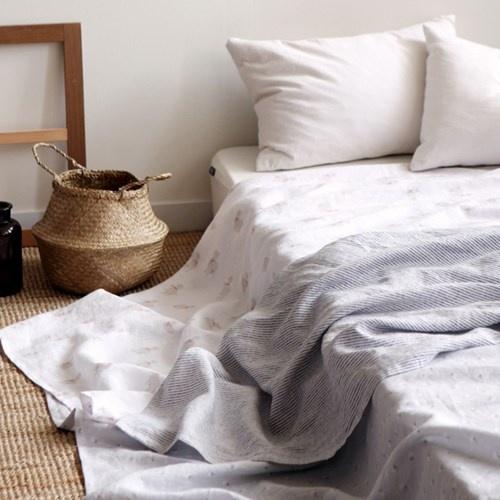 여름에 가까운 침실