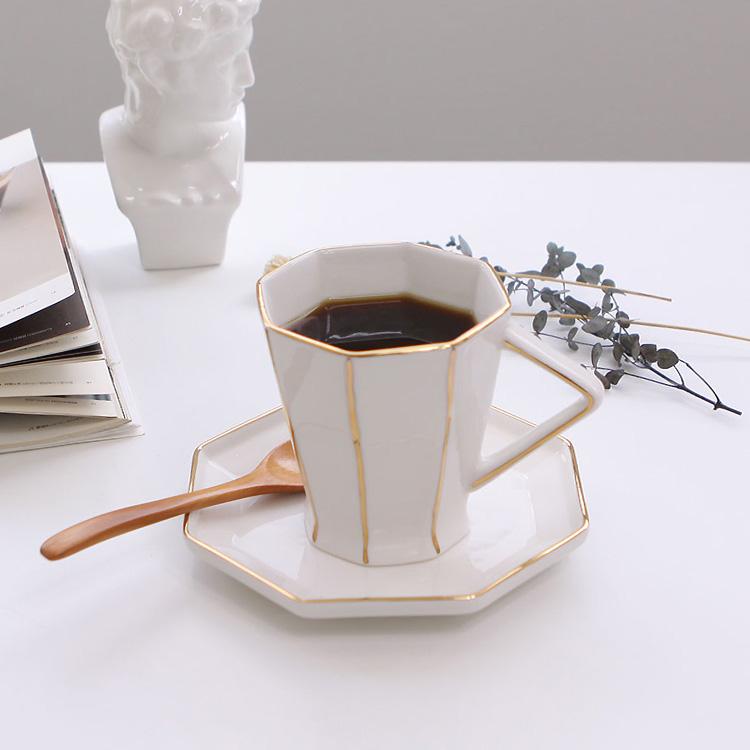 봄 내음 보다 먼저 온 커피향