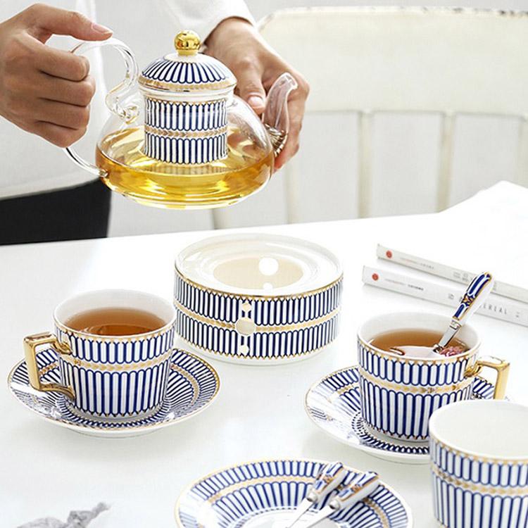 따뜻한 차 한잔의 여유