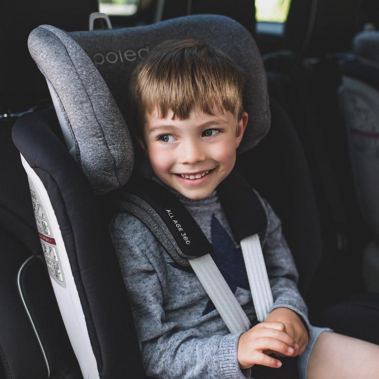 아이의 안전을 위한 카시트. 폴레드