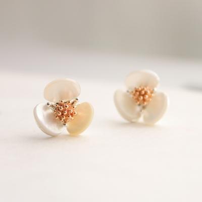 Pure flower earring