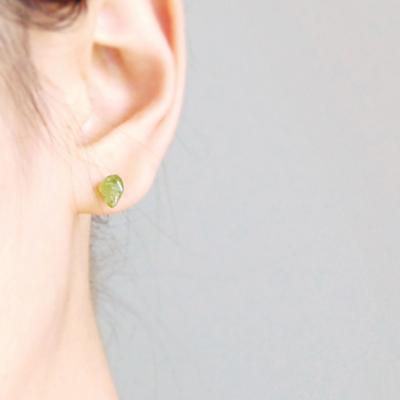 [하우즈쉬나우] 페리도트 natural drop earrings (8월 탄생석)