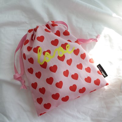 Love pink string pouch_m