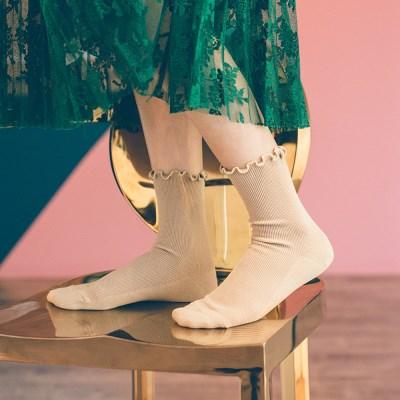 프렌치 비비드한 컬러감의 프릴 디테일 패션양말