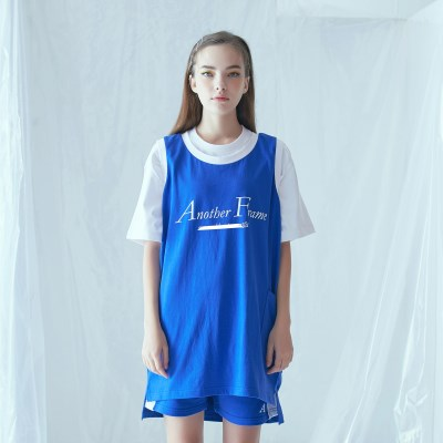[어나더프레임] BASIC LOGO POCKET SLEEVELESS (BLUE)_(841626)