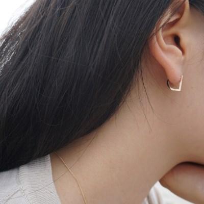 14k gold D earring
