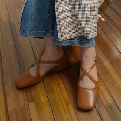 Square toe x-strap shoes