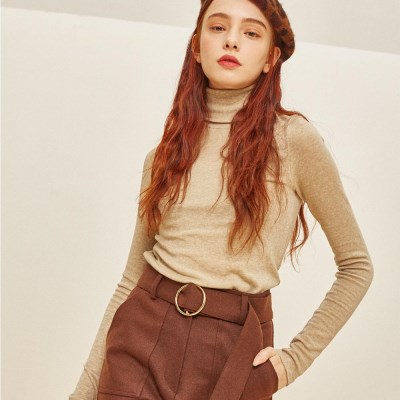TRUE WOOL TURTLE NECK BEIGE