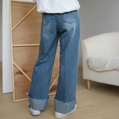 Wide roll-up jean