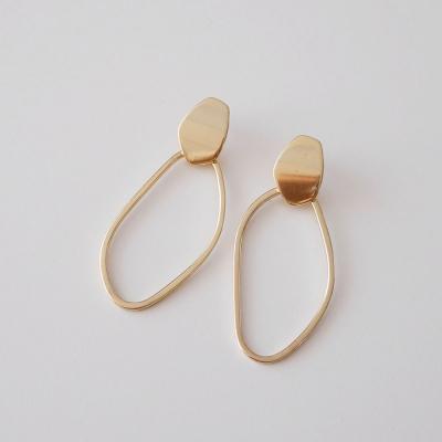골드 커브 써클 귀걸이 gold curved circle earring