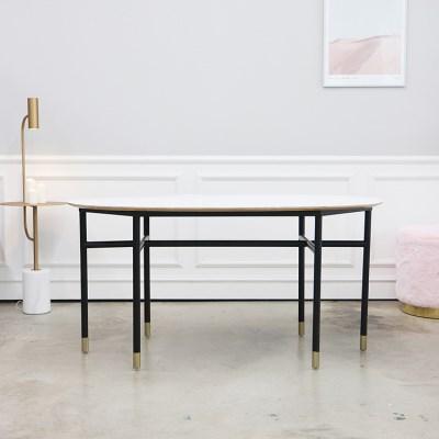 일립티컬 헤이미쉬 화이트 식탁 테이블
