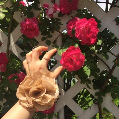 Voluminous flower bracelet(파티 꽃 팔찌)