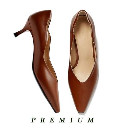 Wave point kitten heel Brown_5cm (소가죽)