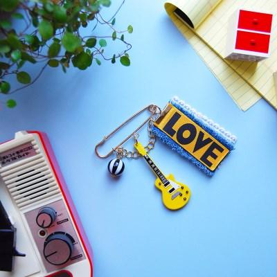 토이 브로치-옐로우 기타