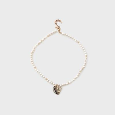 heart motif pearl choker