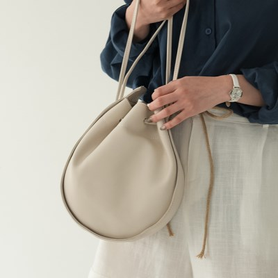 circle shape modern bag_(1231680)