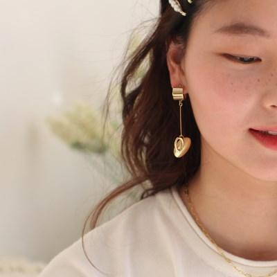dangly heart-drop earring