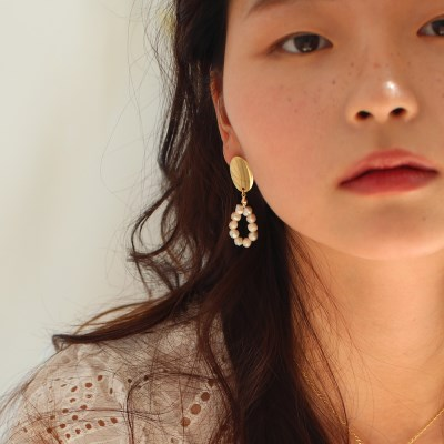pearl frame earring