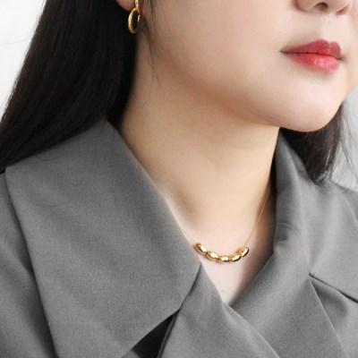 Coque necklace