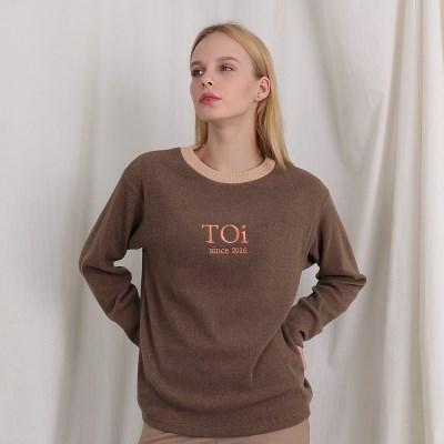[TOi] 자수 로고 넥 포인트 긴팔티셔츠 브라운