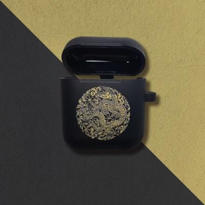 전통 문양 곤룡포를 담은 첫번째 에어팟 케이스