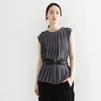 pleats sleeveless blouse