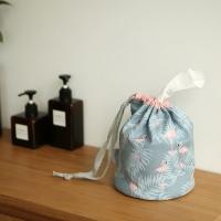 Roll tissue pouch