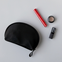 HALF MAKE-UP POUCH