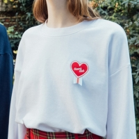 Heart Medal Sweat shirt (2colors)