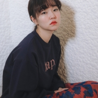 [유라고]탭 스티치 스웨트셔츠
