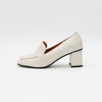 Enamel square pumps heel