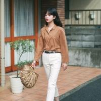 Simple v-neck thin shirt