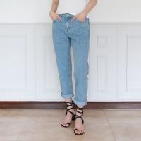 Light color straight pants