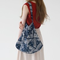Paisley point bag