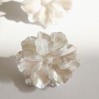 64 - flower shape earring