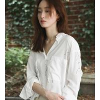 화이트 컬러 드로잉 패턴 셔츠