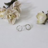 Buttering earring(꼬임 원형 귀걸이) [92.5silver]
