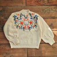 블로썸 자수 스웨터