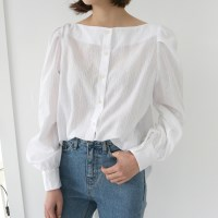 Adorable lip neck blouse