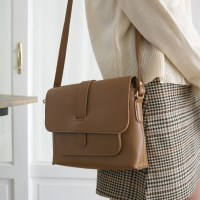 Modern simple shoulder bag