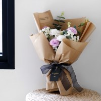 사랑을 담은 카네이션 꽃다발