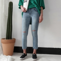 Slim cutting denim pants