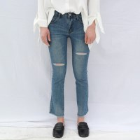 Knee cutting slim jean