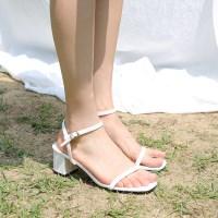 Color strap middle heel