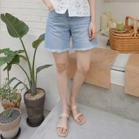 Natural fringe denim shorts