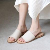 Single wide strap slipper