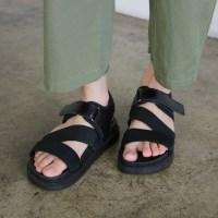 Diagonal bold line sandals