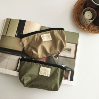 silky and crispy nylon pouch (2 colors)