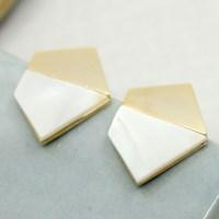 [무배] 자개 골드 펜타곤 귀걸이